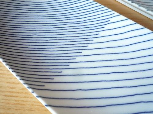 焼き魚が美味しくなるモダンな和皿 白山陶器「重ね縞 長焼皿」2