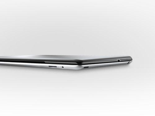 iPadがノートパソコンに変身!? 超薄型キーボード一体型カバー