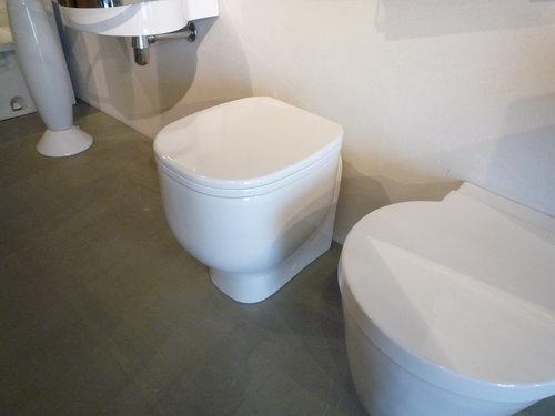 Tformの壁掛けトイレが取り付けられました~建築工程レポート