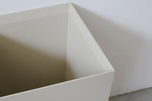 絶妙な造形美…佇まいが美しい木製ダストボックス
