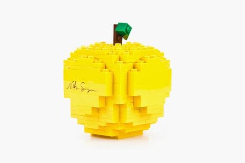 コムデギャルソン × レゴのリンゴ、再び?