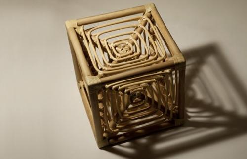 岡本太郎デザインの「サイコロ椅子」、復刻
