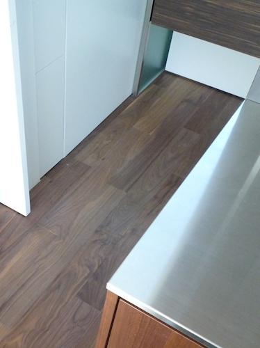 洗面・脱衣スペースの床材選び…LDKの続きかサニタリーか
