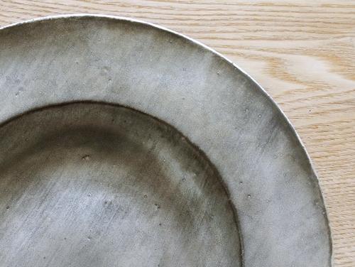 安藤雅信さんの黒銀彩シリーズのお皿