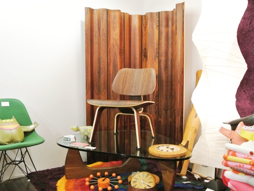 eames-brazilian-rosewood-collections_010