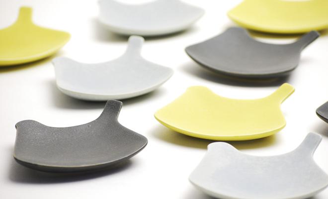 イイホシユミコ(yumiko iihoshi porcelain)の鳥のお皿「tori plate」に新色が出てました