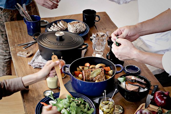 le-creuset-black-table