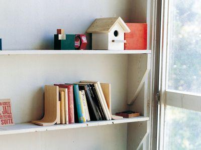 saito-wood-bookstand