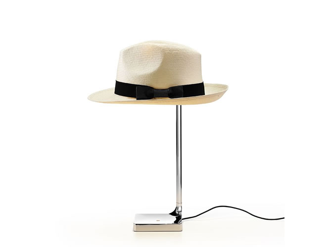 帽子をシェードにする着せ替えライト…FLOS「CHAPO」
