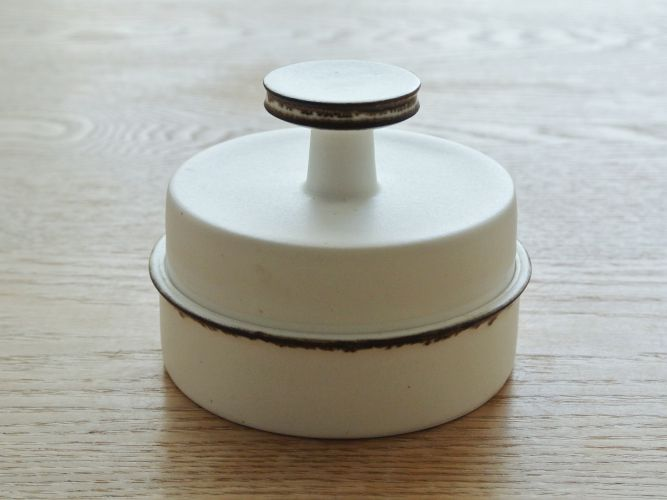 yumiko iihoshi porcelain(イイホシユミコ)のシュガーポット