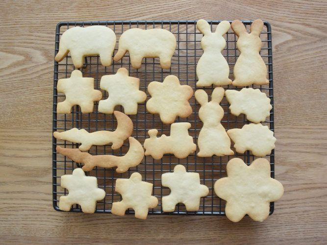CINQで買ったイギリスのケーキクーラーとパズルのクッキー型