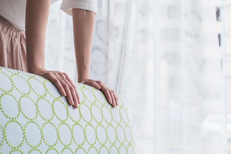ミナ ペルホネン × グリニッチのソファとカーテン