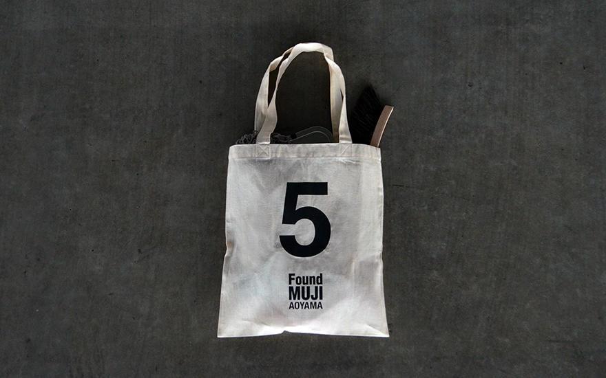 無印良品の「Found MUJI 青山」が5周年、オリジナルマイバッグ配布中
