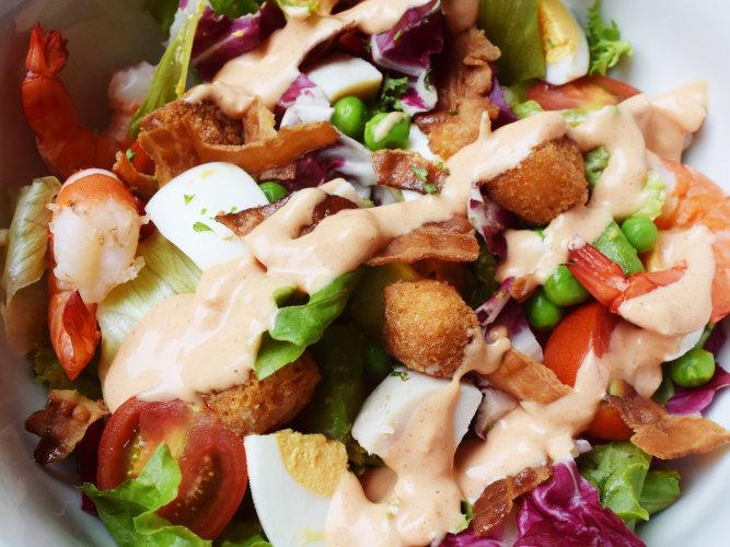 パークハイアット東京のデリカテッセンの「コブサラダ」は本当に本当においしい
