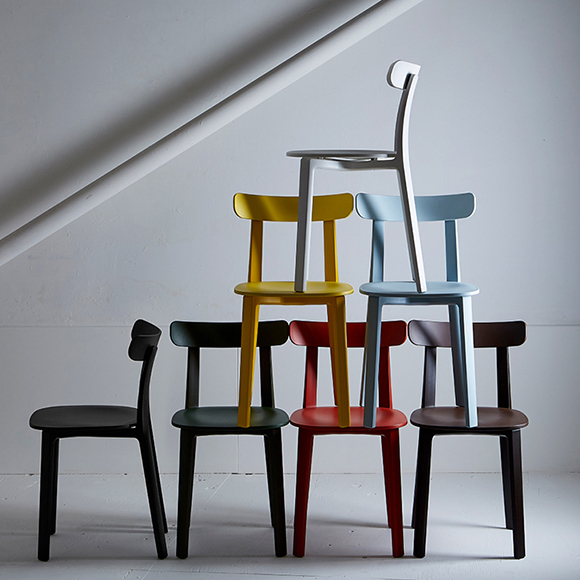 ジャスパー・モリソンデザインの木の椅子みたいなプラスチックのチェア