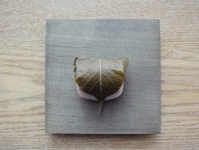 井藤昌志さんのプレートととらやの桜餅
