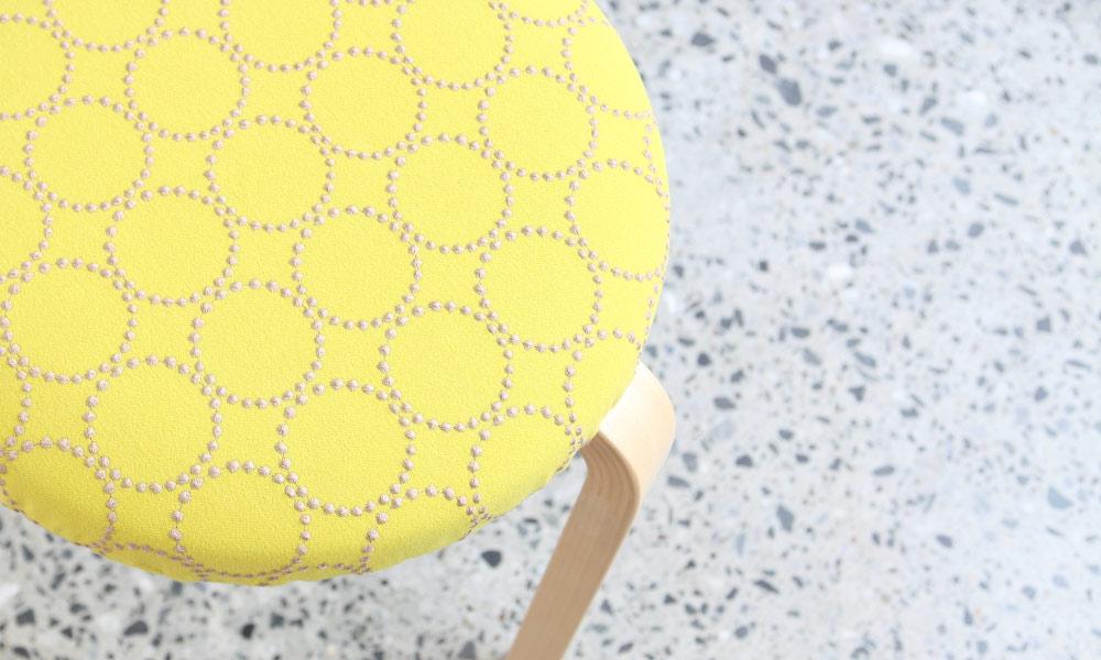 ミナ ペルホネン × スツール60のオフィシャルコラボのシリーズ第1弾