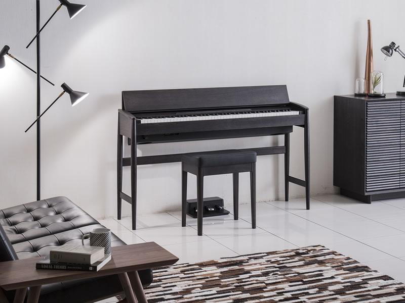 カリモク家具 × ローランドのピアノの限定カラー!