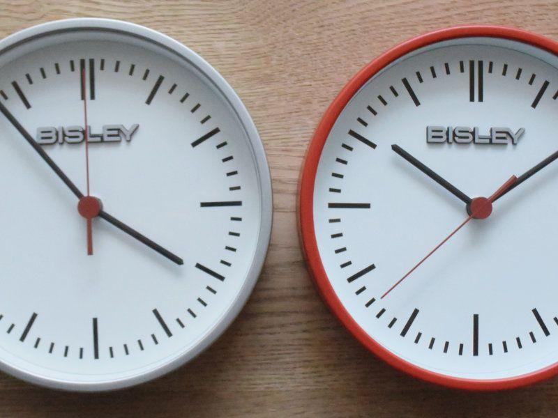 BISLEY CLOCK RED_005