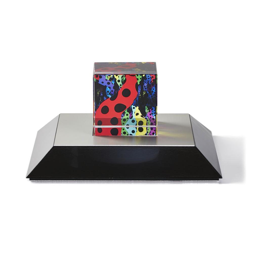 展覧会限定グッズ「草間彌生:オブジェ 愛が呼んでいる」、MoMAストアで販売中