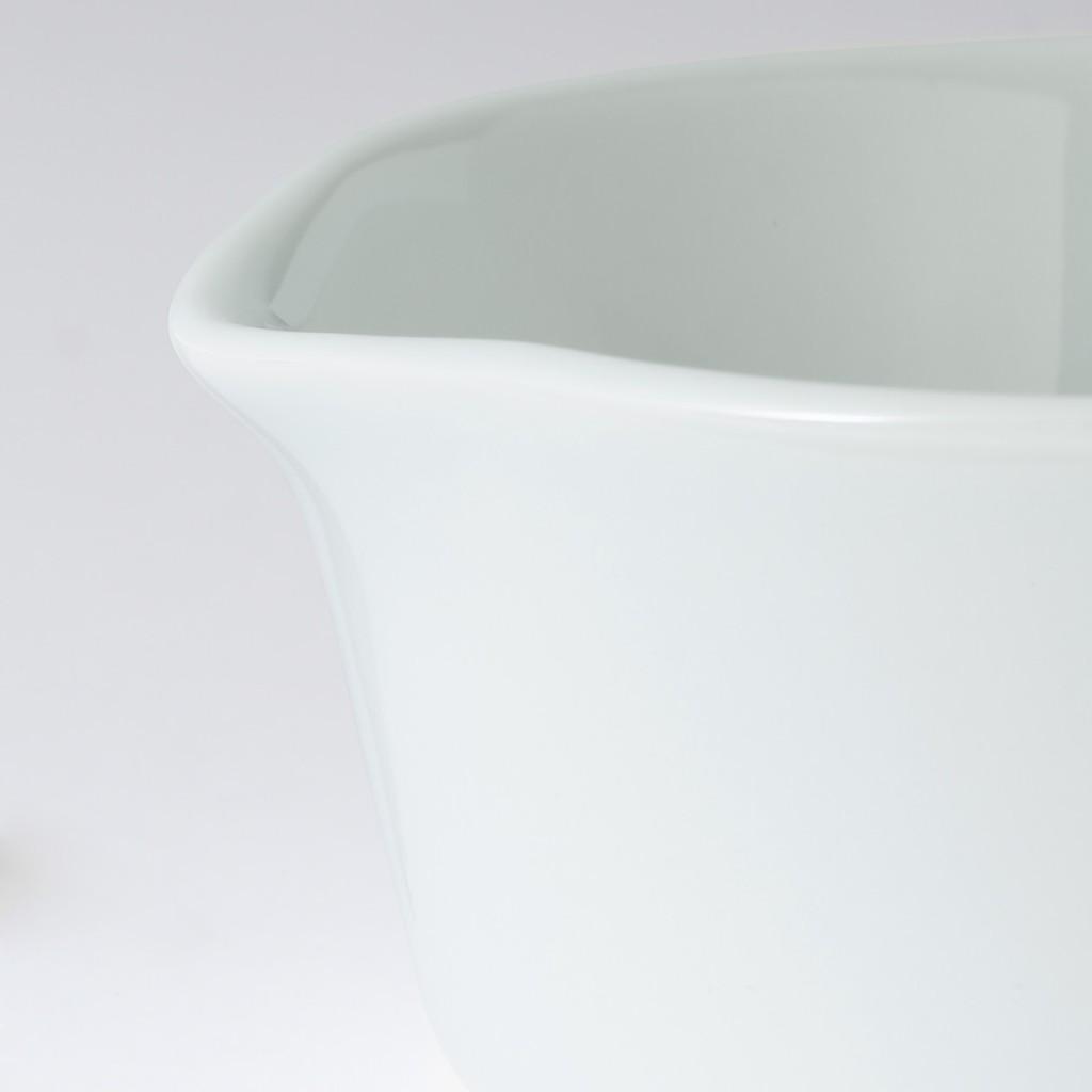 無印良品の便利そうな新作「波佐見焼片口豆鉢」