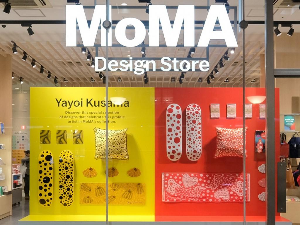 MoMA Design Storeで「草間彌生」特集…表参道ストアでは直筆作品展示も