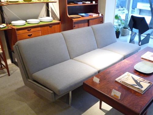 AP stolen sofa004