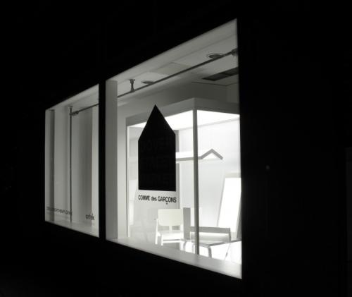Artek COMME des GARCONS 2500lux bright therapy lounge1