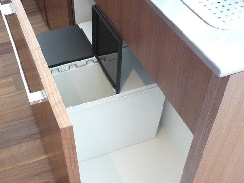 シンク下のキッチンゴミ箱07